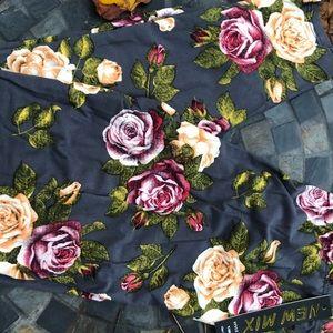 Rose floral print leggings. NIB.
